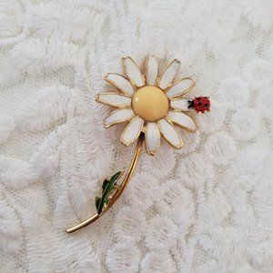 Vintage Weiss Enameled Daisy Pin with Ladybug